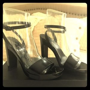 Shiny black leather Via Spiga platform heels